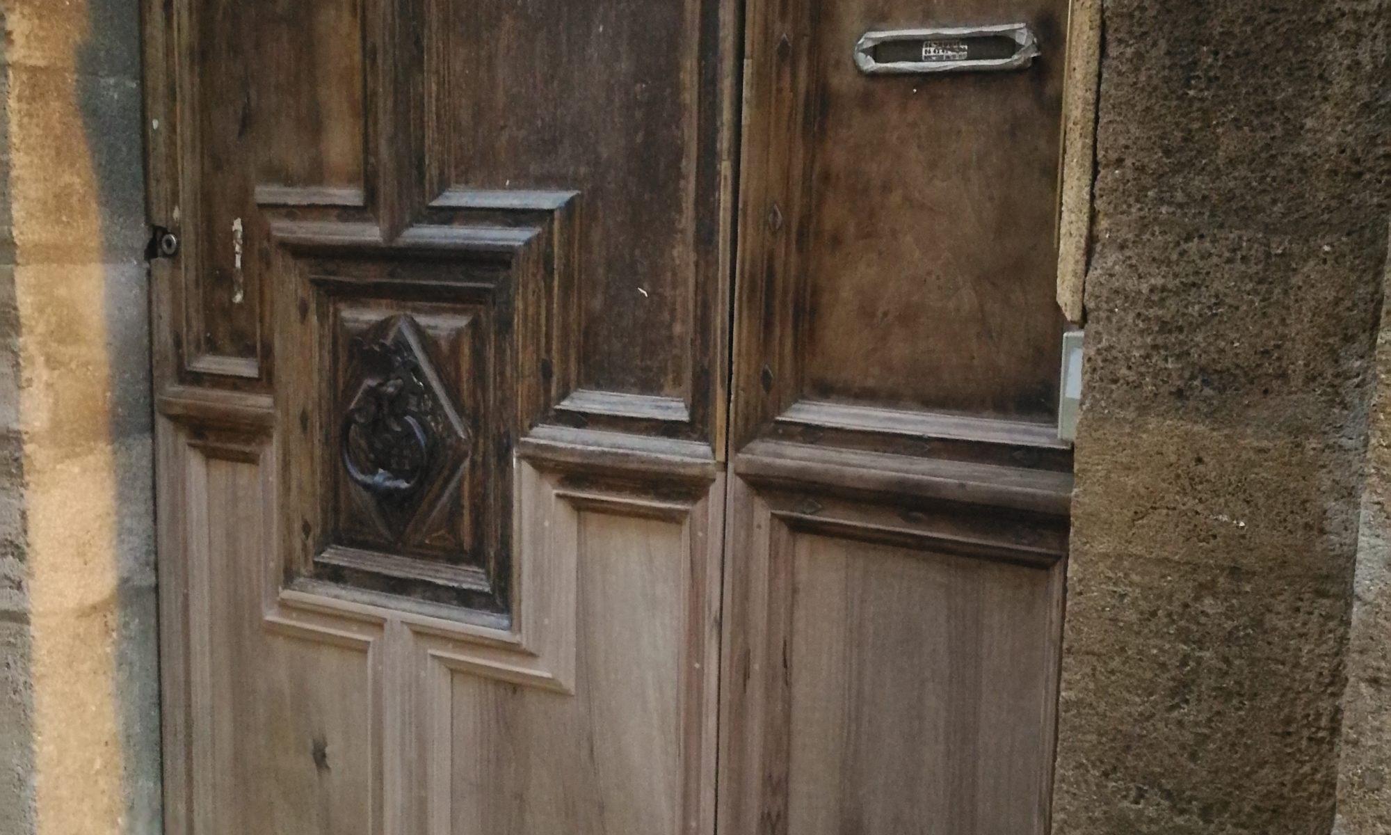 Ébéniste d'art et restaurateur de meubles, de portes et d'objets anciens